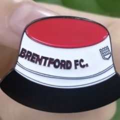 Badge – Retro Brentford Bucket hat